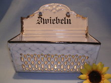 GERMAN CHICKEN WIRE GRANITE WARE ZWIEBELN  ONION HOLDER