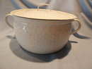 ANTIQUE CHICKEN WIRE GRANITEWARE GRANITE LARGE COOK POT WITH LID