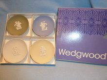 VINTAGE WEDGWOOD JASPER ASSORTED COLOR SET OF FOUR SWEET DISHES  CUPID DESIGN MIB