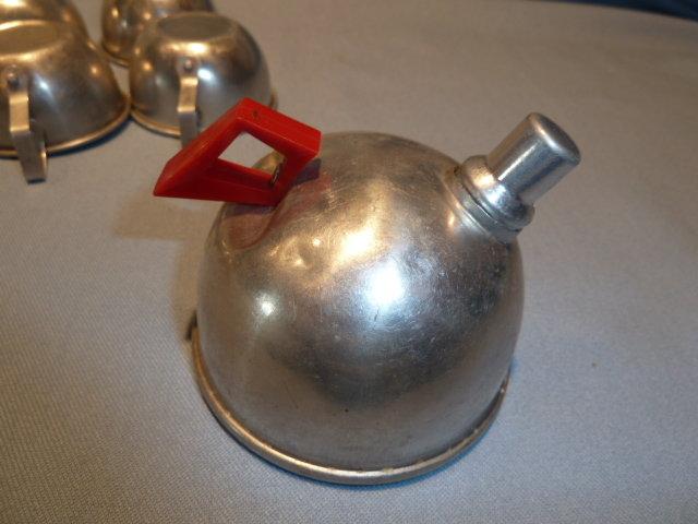 VINTAGE CHILD'S ALUMINUM 9 PIECE TEA SET WITH TEAPOT