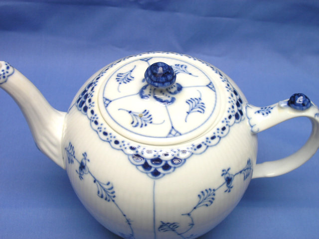 1947 Royal Copenhagen BLUE FLUTED HALF LACE Tea Pot 611