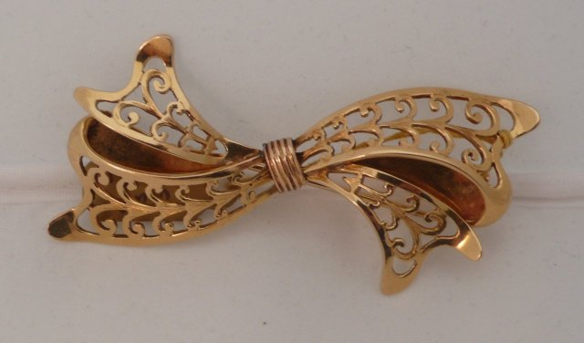 18 Kt French gold Bow Brooch