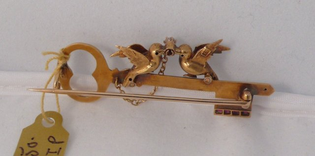 18 Kt. Gold Kissing Doves Brooch
