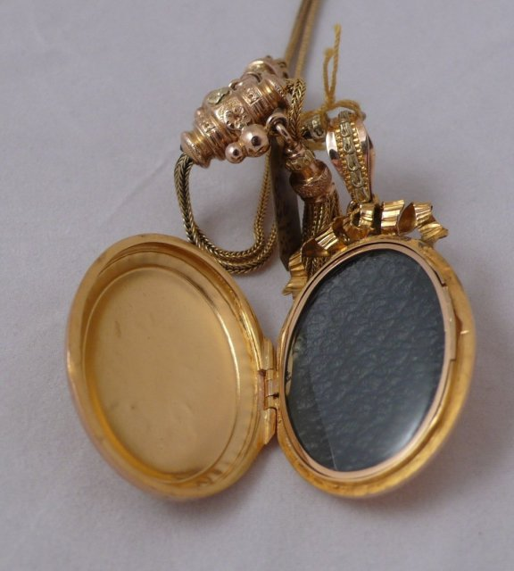 18 Ct. tri color gold locket with slide