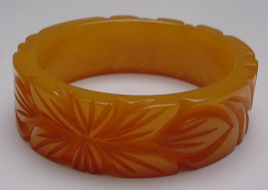 Bakelite Chunky Carved Butterscotch Leaf Bangle