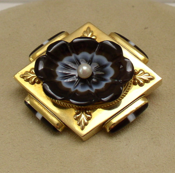 Vict. 15 ct. Gold Agate Flower & Pearl Brooch