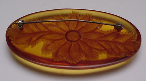 Bakelite vintage applejuice carved brooch