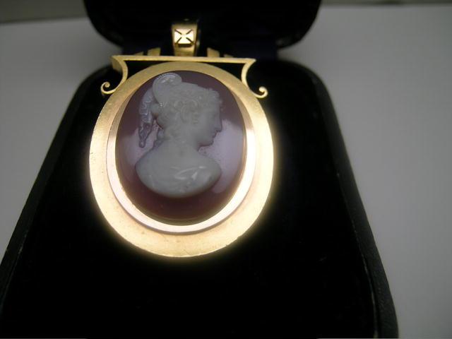Vict. 15 Ct. Gold  Hard Stone Cameo Pendant