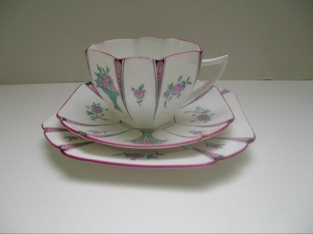 Shelley Queen Anne Vase of Flowers Trio