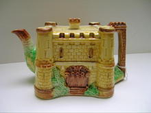 Strainer Square Castle Teapot with Towers