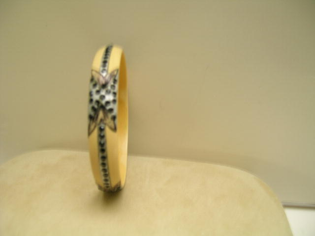 Celluloid Black and Beige Deco Celluloid Bangle