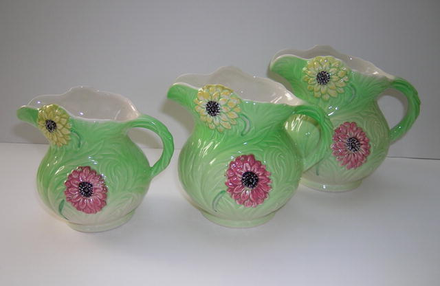 Shorter & Son Set of 3 Dahlia Jugs