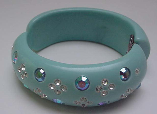 Lucite Weiss Blue hinged Bangle with Rhinestones