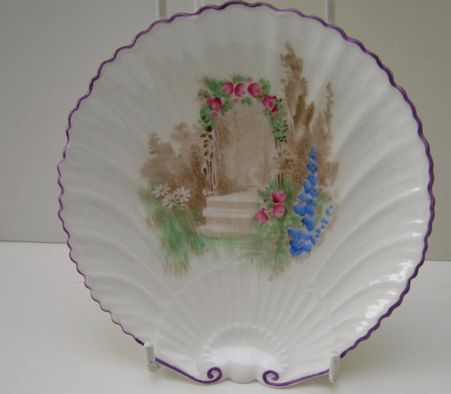 Shelley Large Oyster Plate Archway of Roses