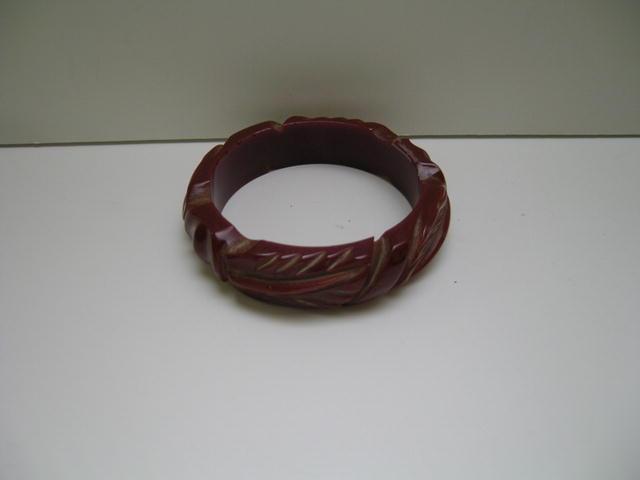 Bakelite Vintage Carved Brick Red Bangle