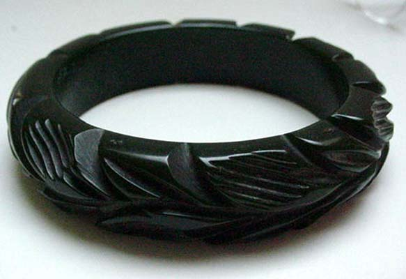 Bakelite Dark Green  Deeply Carved Leaves