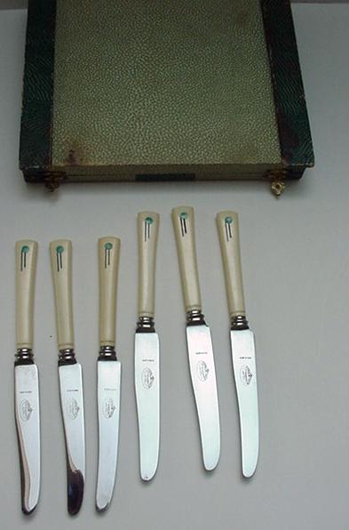 Bakelite Vintage Deco set of Boxed Fruit Knives