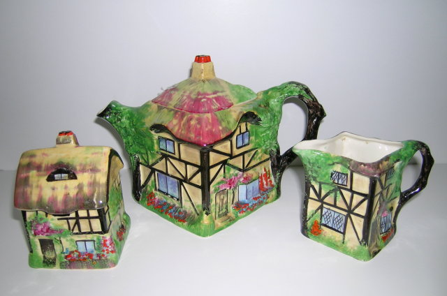Royal Winton Cottageware Olde England Teapot