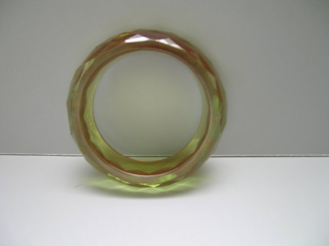 Bakelite Vintage Chunky Diamond Cut  Applejuice