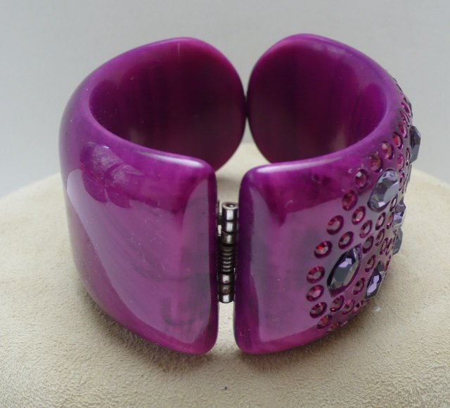 Lucite Fuchsia Rhinestone Hinged Bangle
