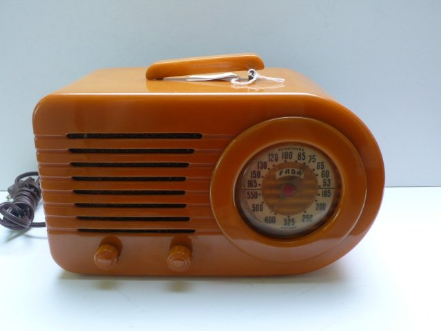 Bakelite Fada Butterscotch Radio