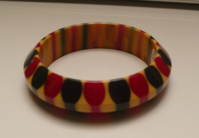 Bakelite Vintage Red and Blue Bow Tie Bangle