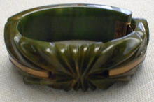 Bakelite Bangle green and brass hinged