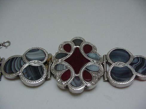 Victorian Scottish Agate Gray & Red Bracelet