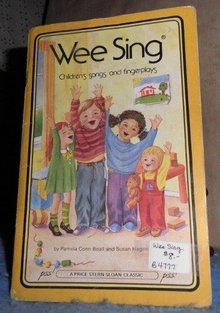 Book - Wee Sing B4777