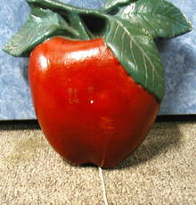 String Holder - Red Apple - Chalk