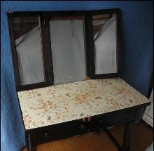 Vanity - Tri-Fold