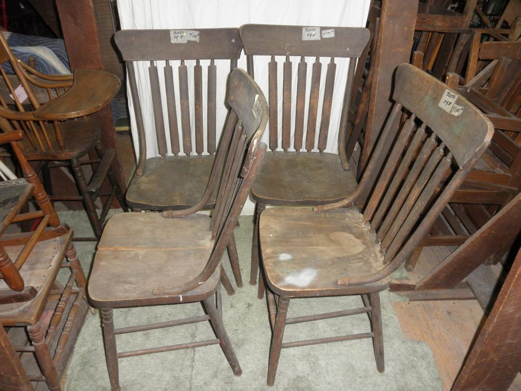 B2580  Vintage/Antique set of (4) Arrow Back Chairs