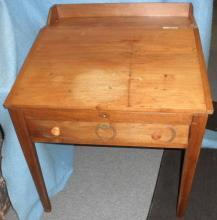 Desk with Lift Lid