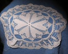 Doily - Red And White - Crochet B4691