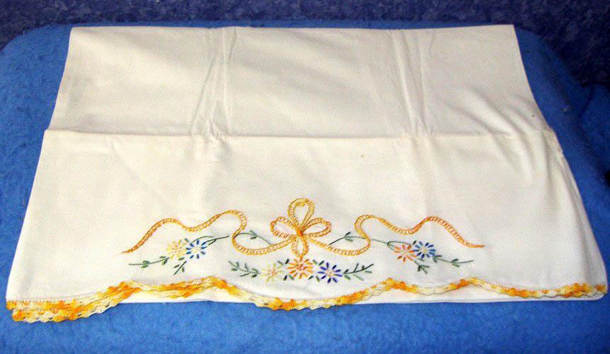 Pillowcase Set - Yellow Edge B3489