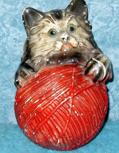String Holder -Cat w/Yarn