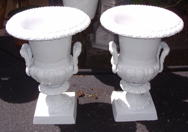 Flower  Urns - White / Metal