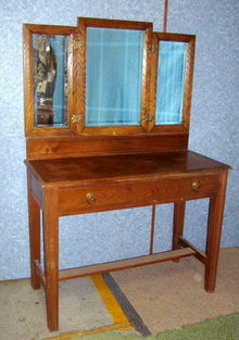 Vanity - Tri Fold Vanity Oak  w/drawer  Original