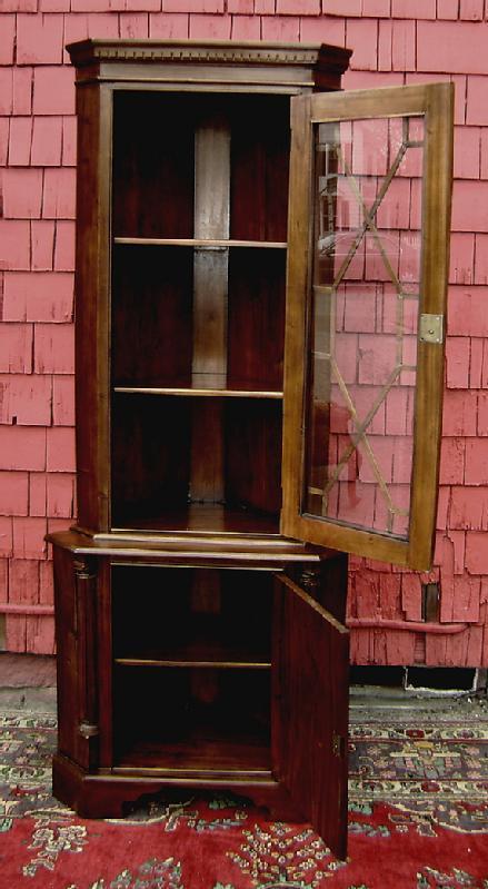 Perfect Edwardian solid Mahogany corner cabinet