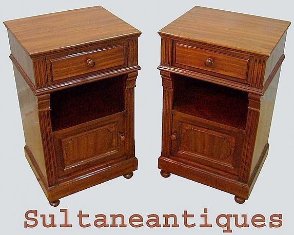 Finest Pair walnut Biedermeier style commodes