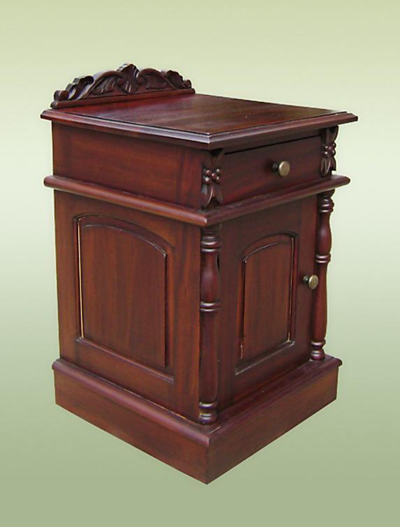 Very nice Solid Mahogany bedside / commode