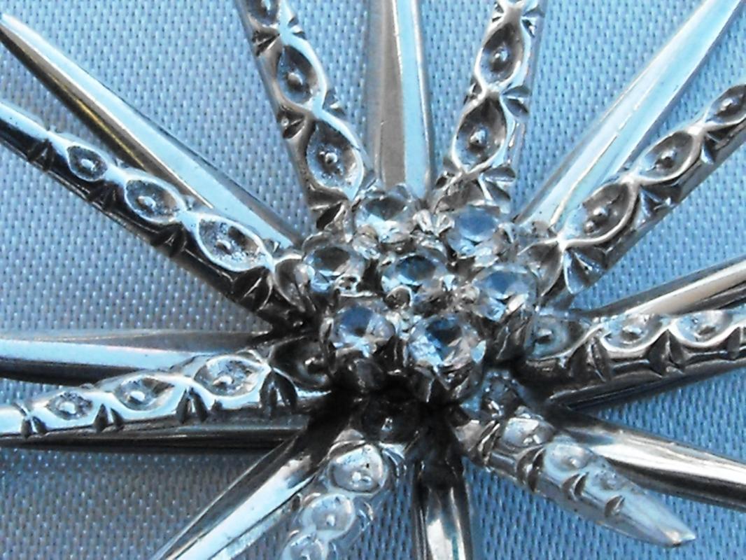 Vintage 18K Gold .50 CTTW Diamond Starburst Brooch Pin