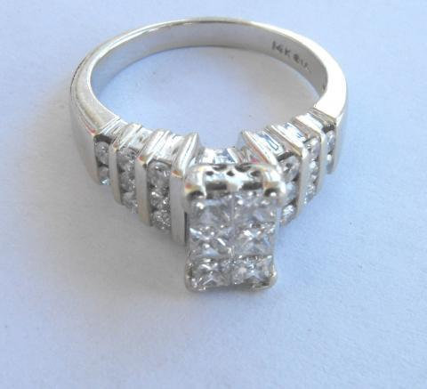 Beautiful 1.6 cttw Diamond Engagement Ring