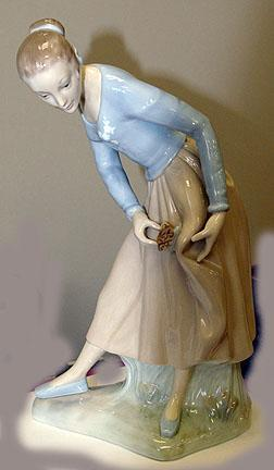 Lladro - Lolita with Butterfly