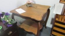 American Oak Square Parlor Table (Scalloped top)