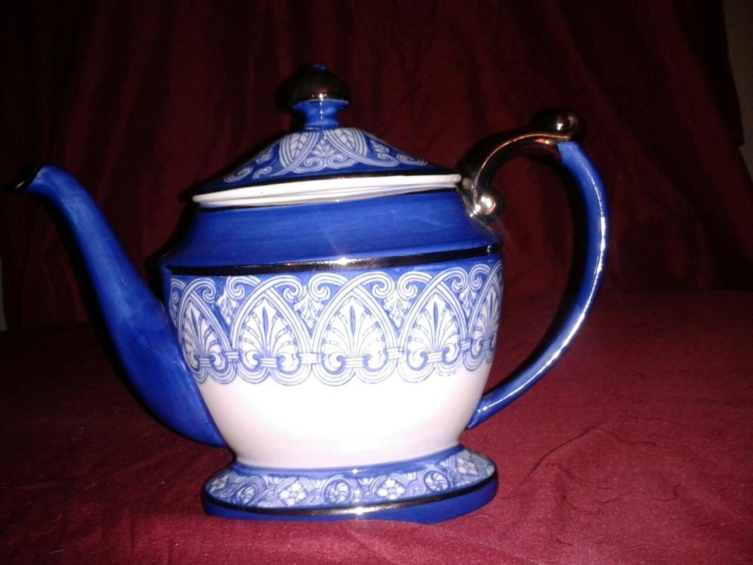 Stunning Teapot for your collection