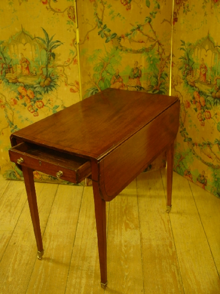 Late 18th. cent. English Mahogany Pembroke Table