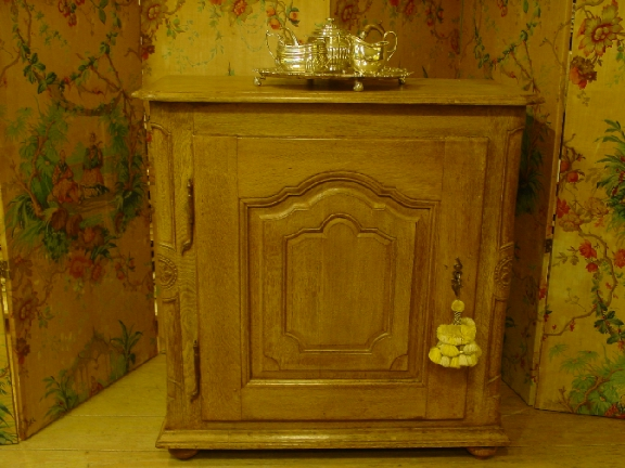 18th. cent. French Oak Confiturier/Cupboard/buffet