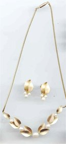 SALE Pristine Krementz Cultured Pearl Necklace