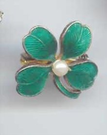 SALE Enameled clover Pin   wow